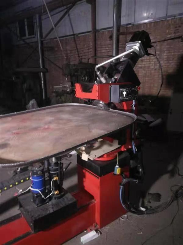 异形平底封头机自动旋边机打磨机(图1)